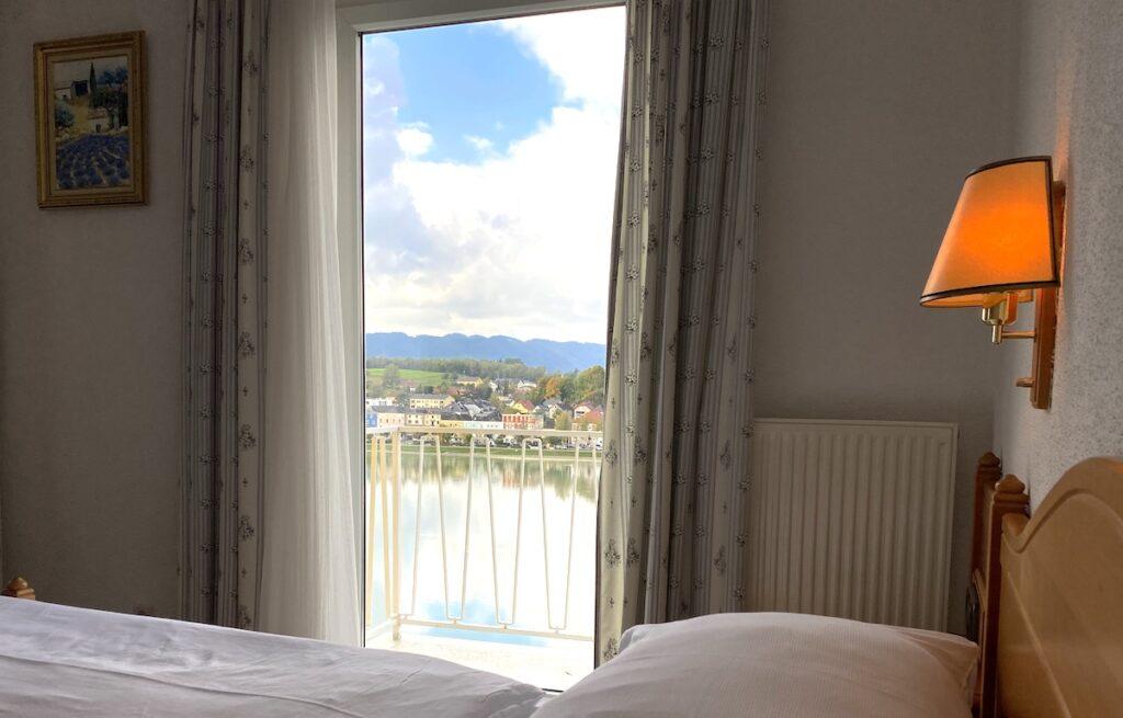 In unserem Doppelzimmer Panoramablick genießen Sie eine wunderbare Aussicht auf die Donau