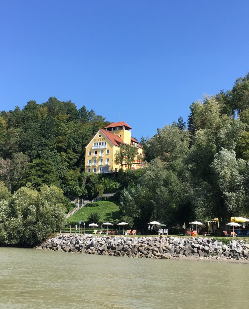 Das Faustschlössl von der Donau aus
