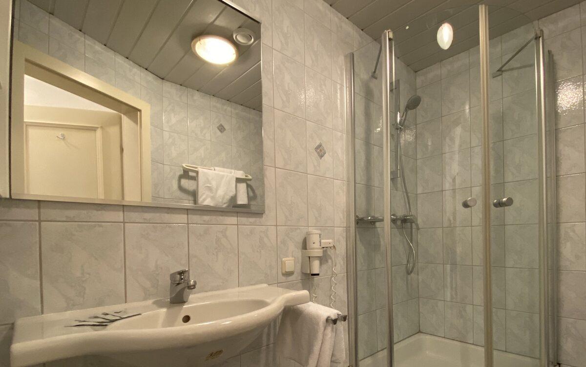 Badezimmer im Doppelzimmer Standard
